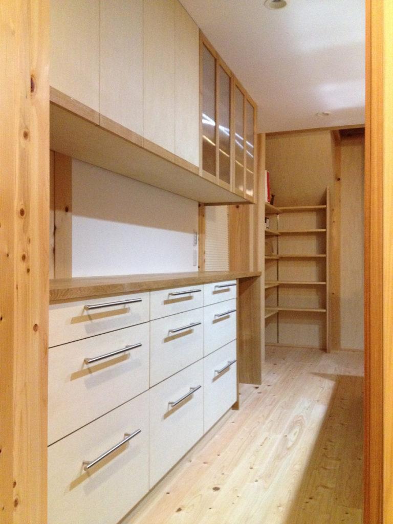 食器棚、衣類収納棚