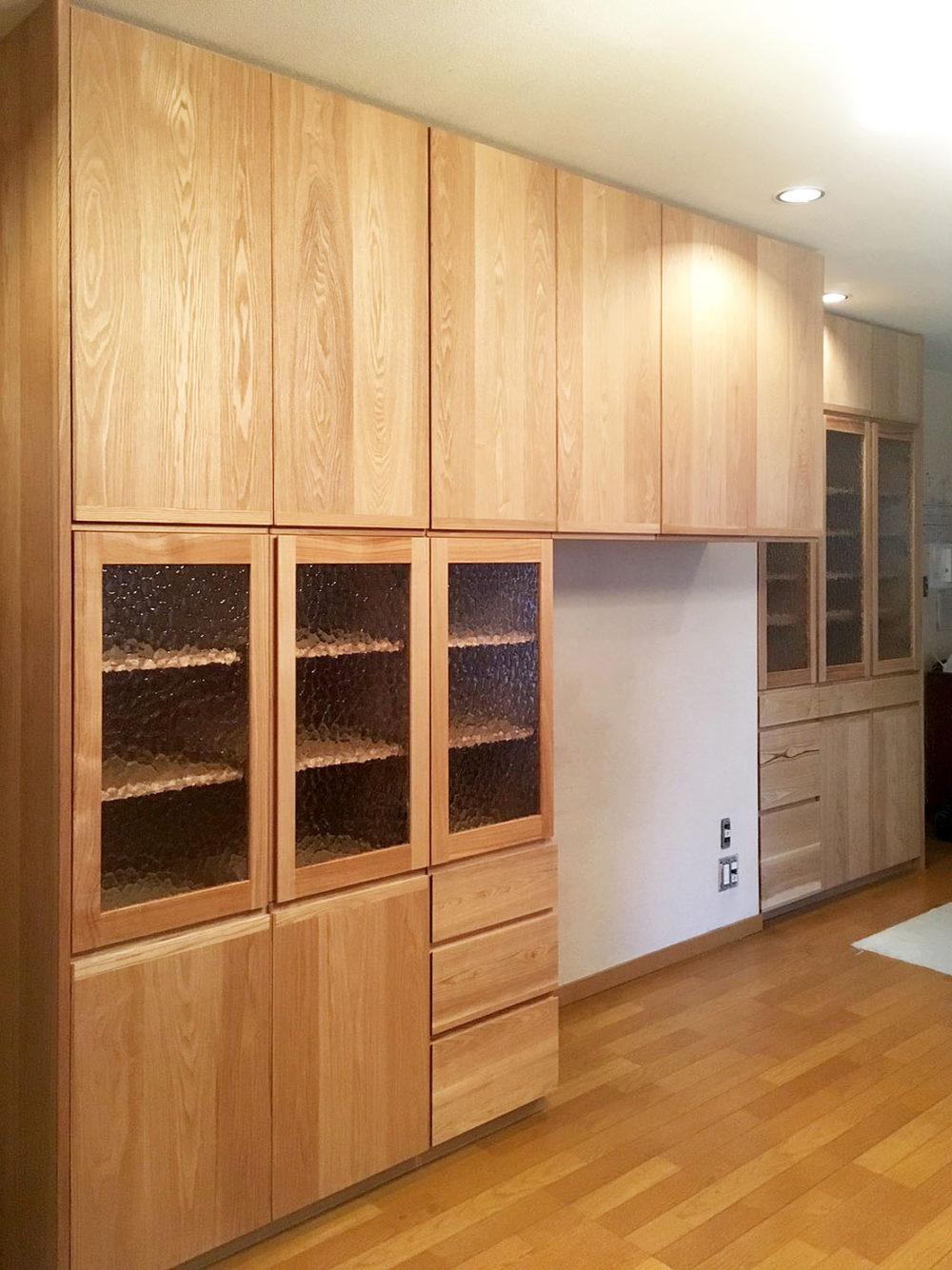 奈良県のお宅の食器棚と壁面収納